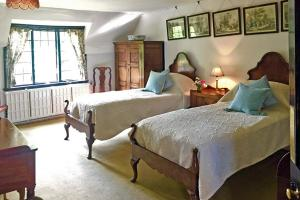 The Manor House at Pekes. Jasmine's Bedroom.
