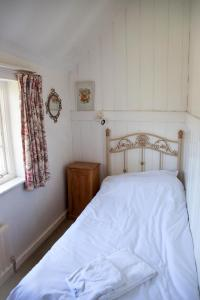 The Oast House on the Pekes Manor Estate. The single bedroom.