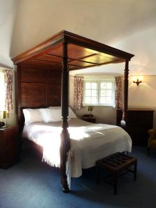 The Oast House on the Pekes Manor Estate. The Four-Poster Bed in one of the round towers.
