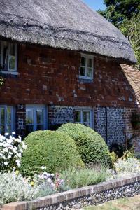Around Pekes: Thatched Houses in Berwick